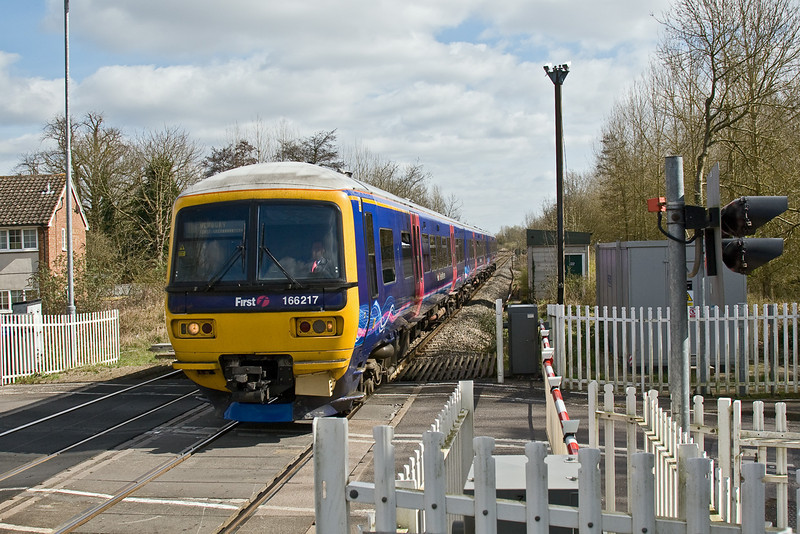 24th Mar 09:  The 12.12 (2K52) from Reading to Newbury draws into Midgham Station