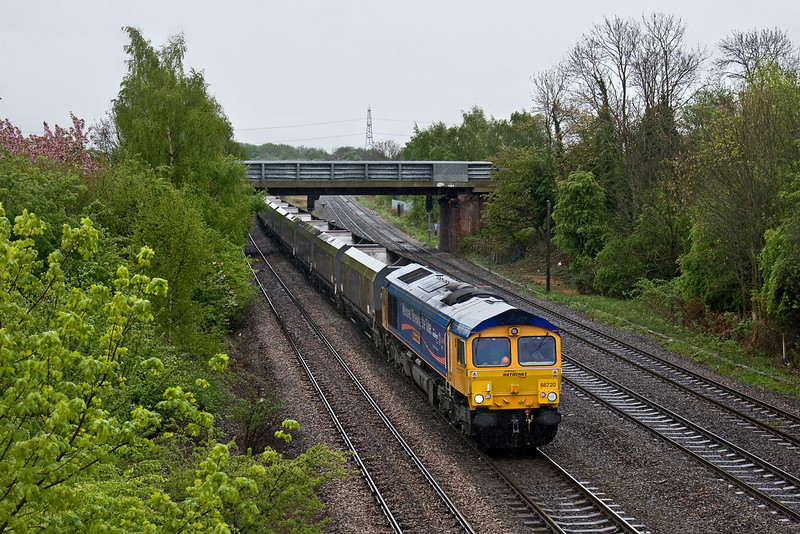 27th Apr 09: It is still pouring as the returning empties from Drax to Tyne Dock, 4N92, approaches Milford Junction with 66720 in charge.