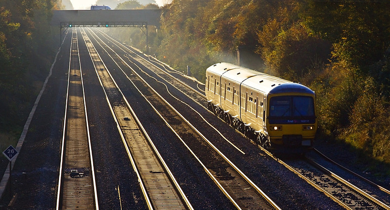 28th Oct 09:  The 15.18 from Reading to Paddington (2P59) approaches Breadcroft Lane to the west of Maidenhead.