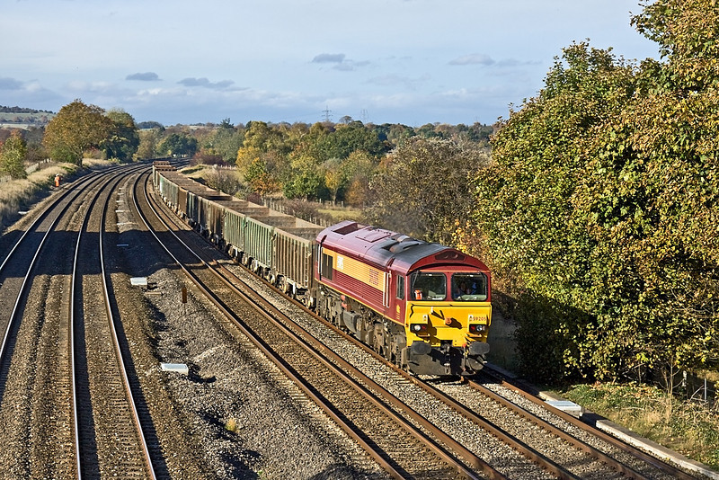 27th Oct 09:  Unusually running on Tuesday 59205 is at the head of 6Z51 from Appleford to Acton.  The JNA boxes will be tripped back to Bow Olympic later.