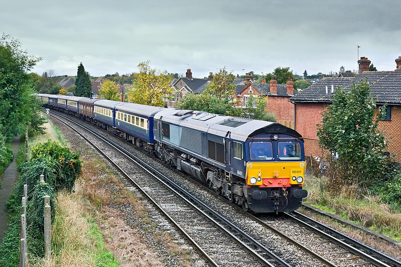 16th Oct 09:    GBRf now use 2 of DRS's unwanted 66/4s, usually on infrastructure work. Today was different as 401 worked an ECS from Eastleigh to Willesden. Pictured here at Egham.