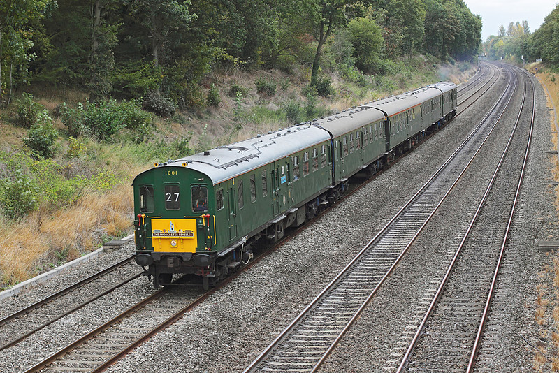 3rd Oct 09: The Thumper tour from Hastings to Worcester roars through the Sonning Cutting