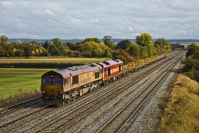 22nd Oct 09:  The Eastleigh to Hinksey Departmental is powered by 66159.  60051 had started from Bescot and was due to work to Eastleigh and return. However it failed at Didcot so 66159, normally used on RHTT duties, took over.