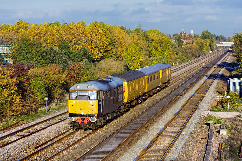 28th Oct 09:  From the bridge at Breadcroft Lane  and now with 31459 Leading the Radio Survey Train running as 1Z12 has been to Maidenhead and is now returning to Didcot at the end of it's day's work.