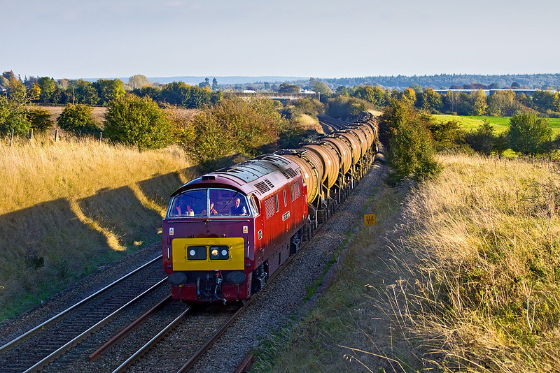 14th Oct 09:  6Z52 was allocated Western Class 52 number D1015 to work the remaining Calcium Carbonate Tanks from Quidhampton to Burngullow for storage.  Running slightly late it is captured here at Upton Scudamore