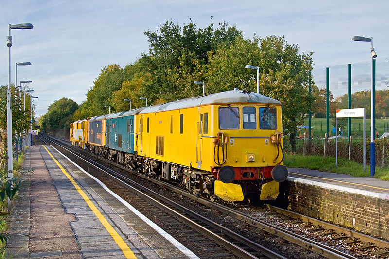 26th Oct 09:  Todays move of Stoneblower D80207 was entrusted to  3 Eds, 73212, 73208 & 73204.  6U27 was from Ashford to Alton.  The ensemble are captured running though Addlestone Station