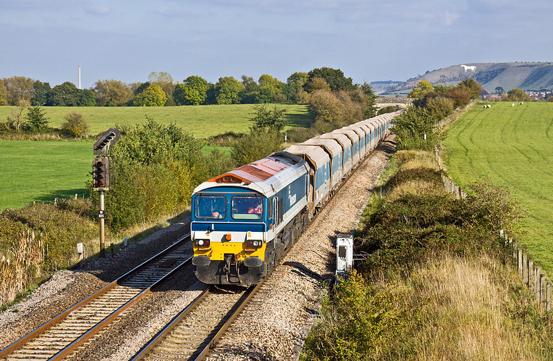 14th Oct 09:  59104 on the point of 7C77 fron Acton to Merehead runs between Westbury and Fairwood Junction.  The distant white horse is 5 kilometres away from this spot.