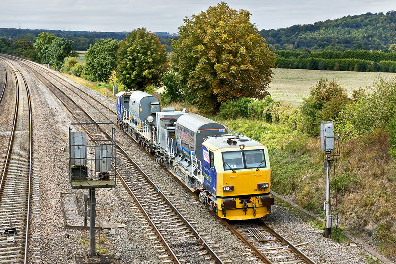 22nd Sep 09:  Water Canon/Leaf buster led by DR98916 at Westbury Ln. I have no idea of the number of the rear unit as by the time it was close enough to see the view was blocked by a Turbo !!  My thanks to John Skipsey for the info that the rear unit is DR98966