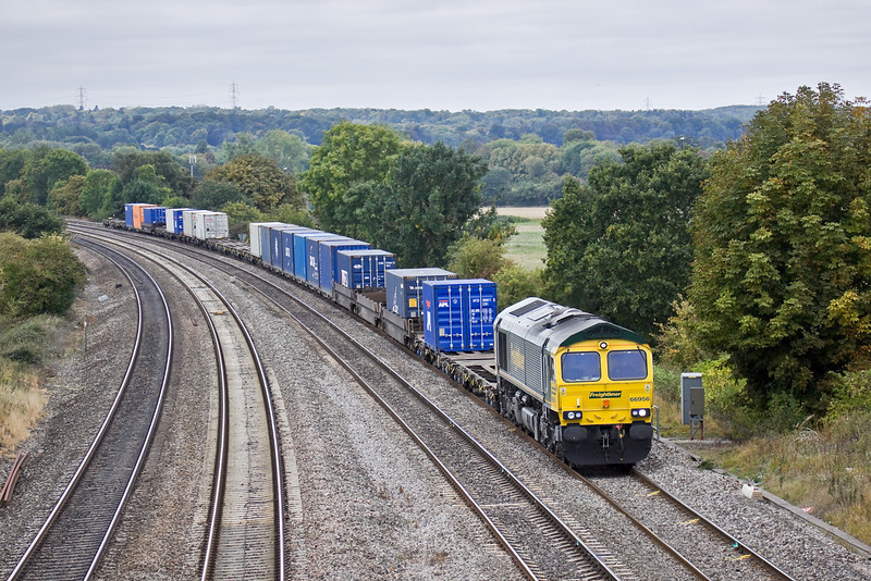 22nd Sep 09:  4O54 from Leeds powered by 66956 at Purley on Thames