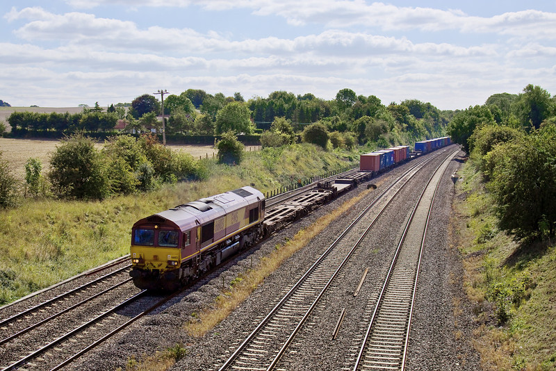 8th Sep 09:  The 14.42 (2C46)from Reading to Waterloo nears Bracknell