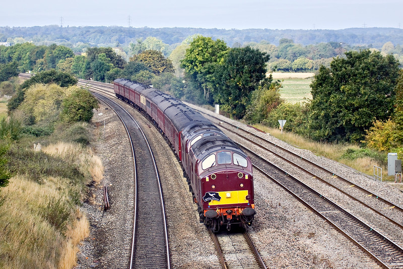 26th Sep 09:  Spitfire Railtours used 37516 & 37706 to power their tour from Crewe to Swanage.  Pictured here running on the Up Main through Purley on Thames.