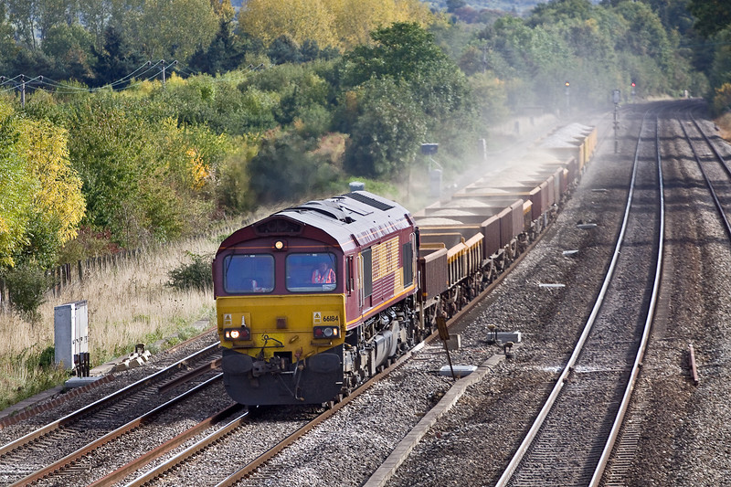 24th Sep 09:  Raising a mini dust cloud at Lower basildon  is 66184 and 6V27 returning Departmental from Eastleigh to Hinksey