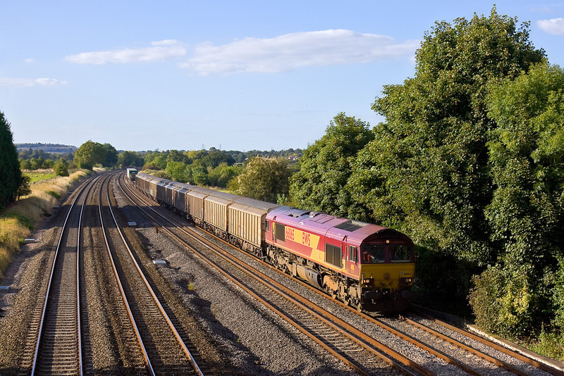 10th Sep 09:  Running on time is the Didcot to Carlisle MoD stores service (6M65) today in the hands of 66065. Captured here at Lower Basildon