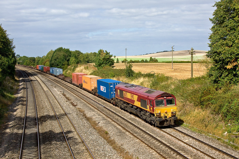 10th Sep 09:  In glorious light 66075 is tasked with 4O21 Intermodal from Burton on Trent to Southampton. Running here past Spring Farm