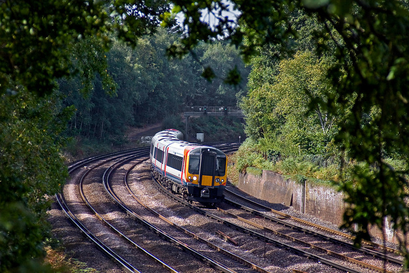 21st Sep 09:  The 10.20 from Weymouth, 1L56, formed of 444039 races round the curve at Curzon Bridge