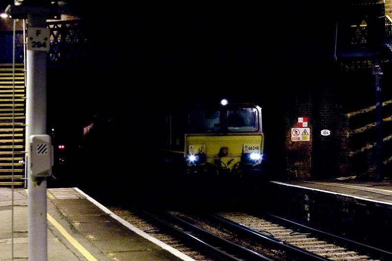 4th Sep 09:  66248 & 66177 emerge from the shadows at Virginia Water.  They were moving to Eastleigh for use on engineering trains in the morning