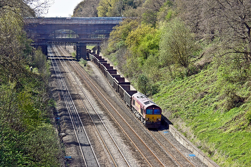 21st Apr 10:  The empty spoil boxes are being returned from Appleford to Bow.  Passing under the A4 road bridge in the Sonning Cutting is 66170