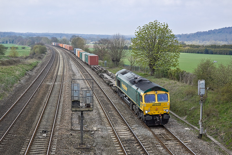 12th Apr 10:  66567 with 4O54 from Leeds at Westbury Lane in Purley on Thames