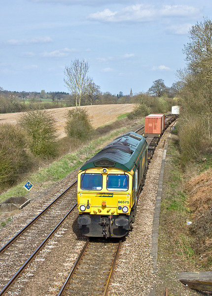 10th Apr 10:  66575 roars round the corner at Silchester with 4O02 the 11.11 from Lawley Street to Southampton