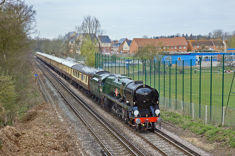 9th Apr 10:  35028 Clan Line gets away from Virginia Water with the Orient Express Pullman train.  The Surrey Hills Luncheon Express starts and ends at London's Victoria Station