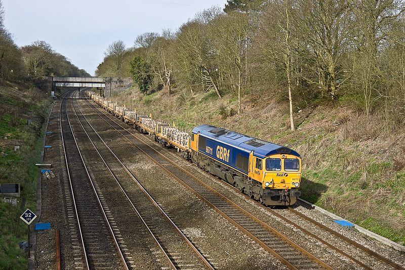 6th Apr 10: Running through the Sonning Cutting is 66711 at the head of 6E41 scrap sleepers from Taunton Fairwater Yard to Peterborough