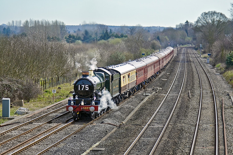 6th Apr 10:  Heading the 1st Leg of the GB3 tour from Paddington to Bristol is 5029 Nunney Castle.  Captured here accelerating from a signal check at Lower Basildon