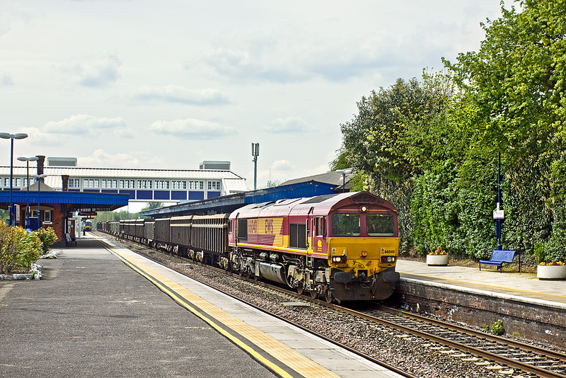 27th Apr 10:  66040 trundles east through Twyford with mud empties from Appleford to Bow
