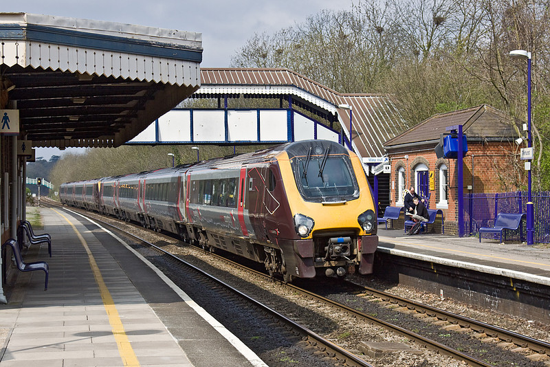 12th Apr 10:  The 09.27 from Manchester Piccadilly to Bournemoouth cruises through Tilehurst