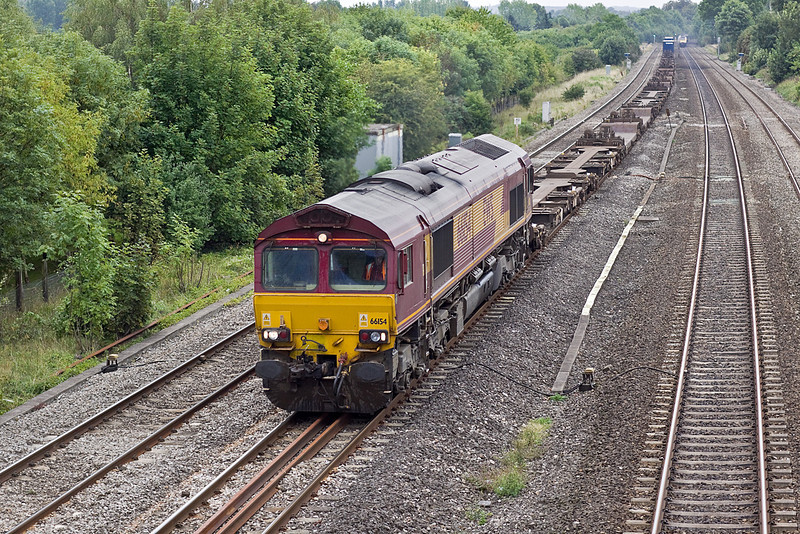 26th Aug 10:  A late running 4M66 with 66154 in charge is almost empty as it hurries through Lower Basildon