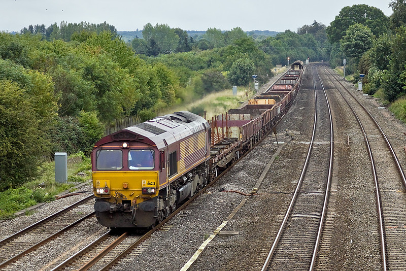 26th Aug 10:  66213 returns to Hinksey with the Departmental from Eastleigh.  Seen passing Beale Park at Lower Basildon