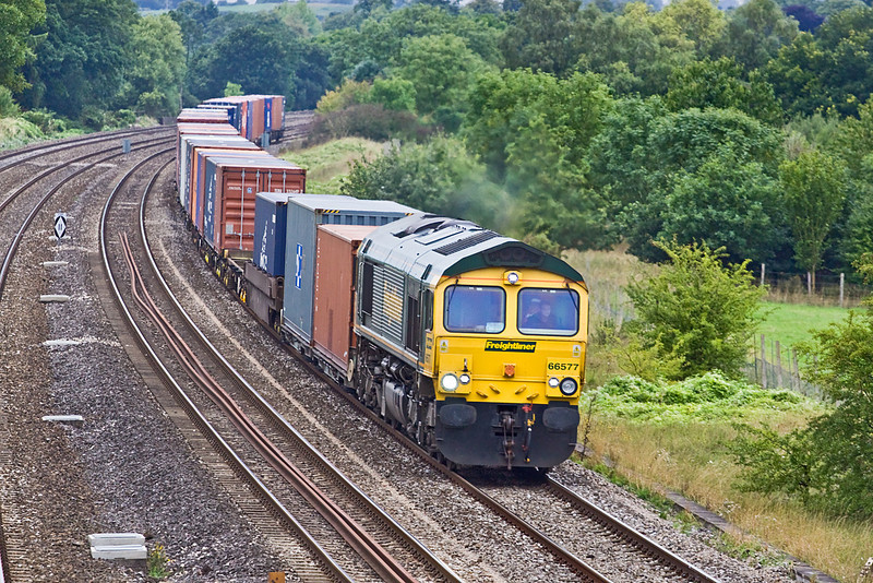 26th Aug 10:  66577 powers round the corner and over the Thames as 4O27 from Garston  runs through Lower Basildon