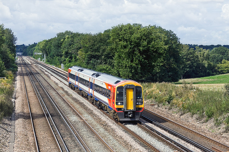 18th Aug 10:  159106 beats up the Fast Line between Hook and Wichfield while working the 09.18 from Gillingham to Waterloo