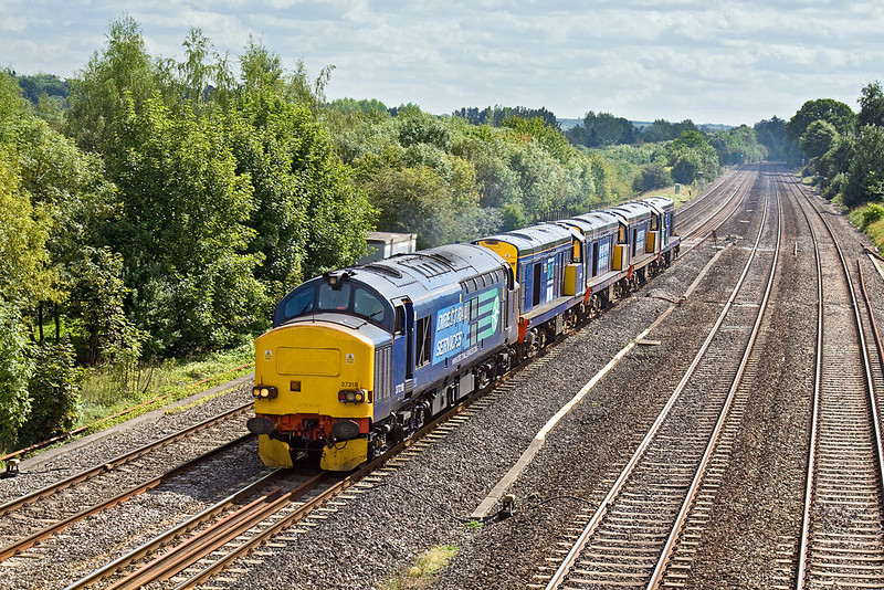 3rd Sep 10:  37218 is tasked with taking 4 Class 20s from Eastleigh to Crewe .  Pictured at Lower Basildon  the locos  on 0Z41 are 20311/309/312/310