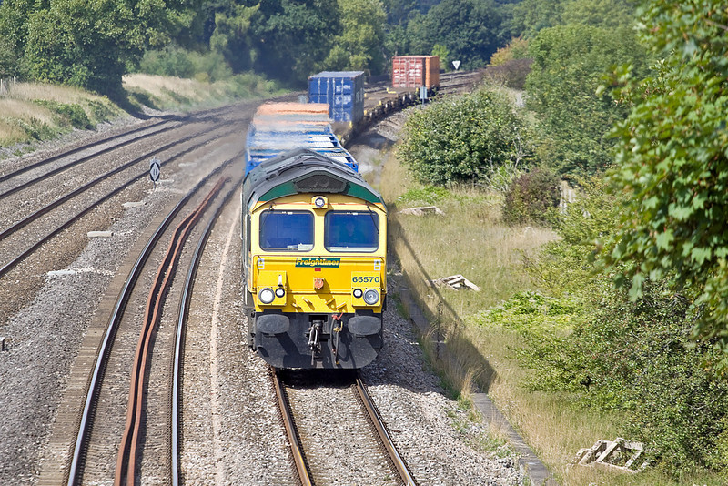 3rd Sep 10:  Working from Bristol Freightliner terminal 66570 heads 4O24 to Thamesport through Lower Basildon