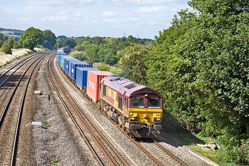 3rd Sep 10:  4O21 from Hams Hall to Southampton with 66031 on the point runs over the site of the Goring Water Troughs in Lower Basildon