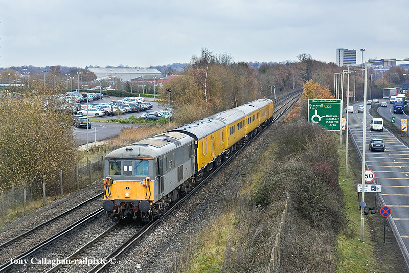 14th Dec 10:  73107 heads 1Q84 on it's way to Reading as it passes through Bracknell