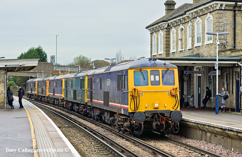 10th Dec 10:  0Y68 was to take 5 EDs from Tonbridge to Eastleigh.  Running 90 minutes later than booked 73141+208+213+206+212 are pictured passing through Chertsey on a very dank, cold and dull day.