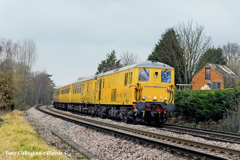 14th Dec 10:  Returning from Reading with 73138 now on the point 1Q84 climbs away from Wokingham past Smiths Crossing