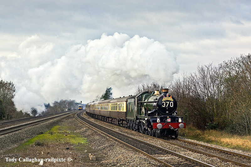 11th Dec 10:  Going nicely through Taplow is GWR Castle Class 4-6-0   5043