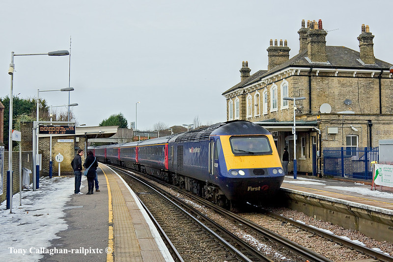 27th Dec 10:  FGW's 43158 heads 43177 on the 11.26 from Waterloo to Plymouth.  Diverted from Paddington due the engineering work at Reading it is seen passing through Chertsey