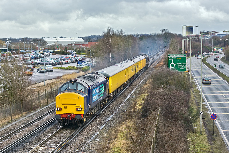 16th Feb 10:  Returning from Waterloo to Reading is 1Q84 now with 37259 on the point. It is still raining as it runs along side the A329 in Bracknell