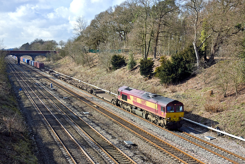 20th Feb 10:  66192 is at the helm of the diverted 4M29 Southampton to Hams Hall Intermodal. Seen here from the Southbury Lane bridge in Ruscombe