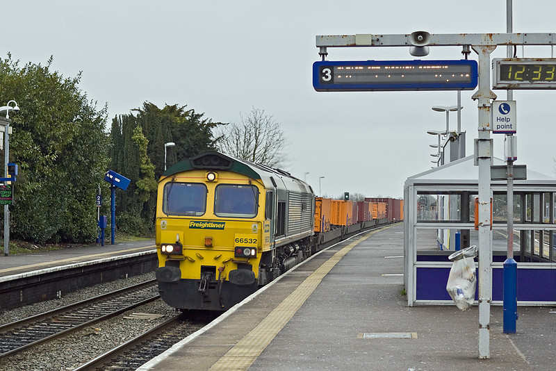 23rd Jan 10:  5Z82 is the 09.25 Thamsport to Avonmouth. Captured here powered by 66532 on a very dull and damp day hurrying through Langley
