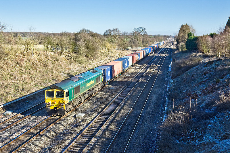 29th Jan 10:  Leaving Garston at 05.29 66533 works 4O27 to Southampton.  Captured from the Southbury Lane bridge in Ruscombe