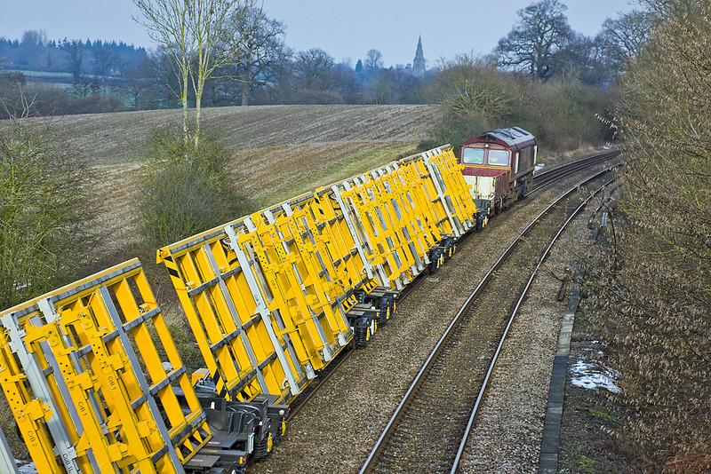 18th Jan 10:  The new tipping IFA points carrying wagons were today moved from Westbury to Bescot via Eastleigh and Hinksey. The middle leg ran as 6X27 and is captured here at Silchester powered by 66085