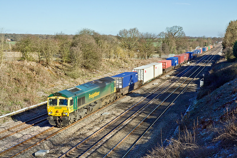 29th Jan 10:  66567 in charge of 4Z86 from Thames Port (Grain) to Avonmouth on the Down Relief at Ruscombe