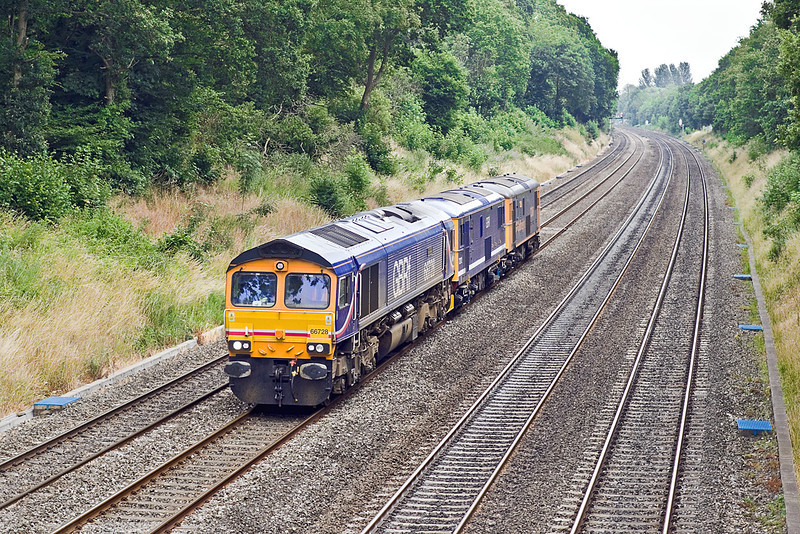 7th Jul 10:  A move from Tonbridge to Laira runs through the Sonning Cutting. 5V66 made up of 66728+73212+73206 was to get the EDs to Plymouth to act as Barriers for an ECS move