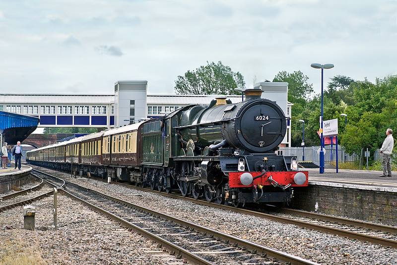14th Jul 10:  6024 King Edward I drifts through Twyford with the Orient Express set going from Victoria to Bath and Bristol