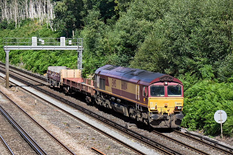 28th Jul 10:  With only a very short load 66004 is hardly taxed as it runs up the slow line with the morning Departmental from Eastleigh to Hoo Junction