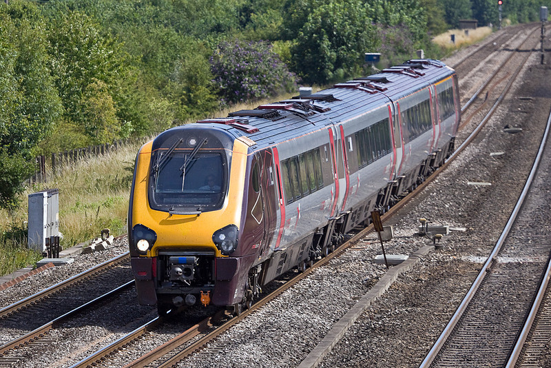 19th Jul 10:  On the own Relief at Lower Basildon is 220024 forming 1M54 the 13.45 from Bournemouth to Manchester Piccadilly